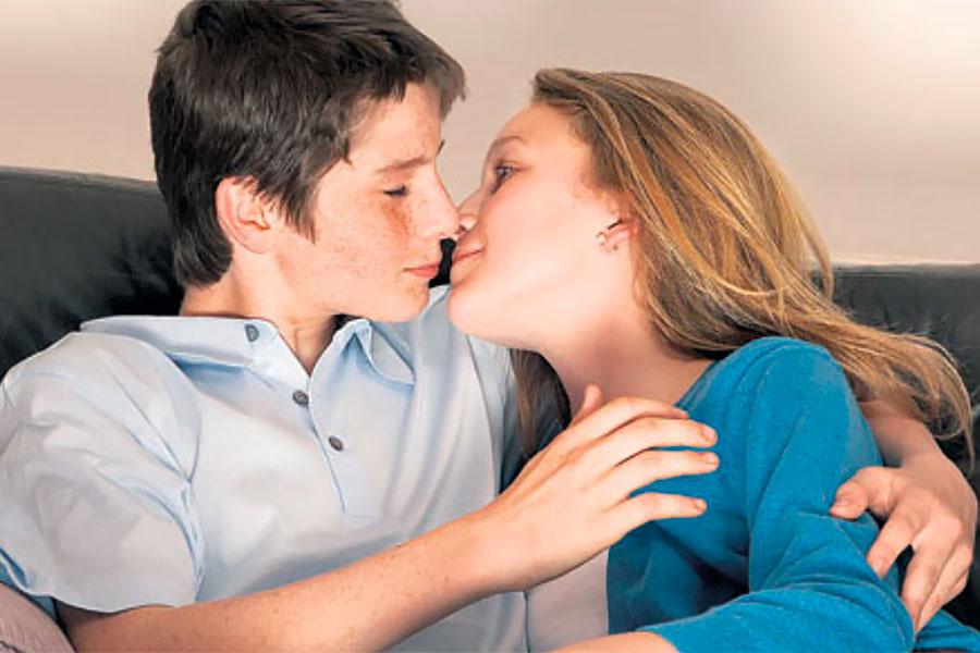 Первый опыт секса юноши со зрелой женщиной