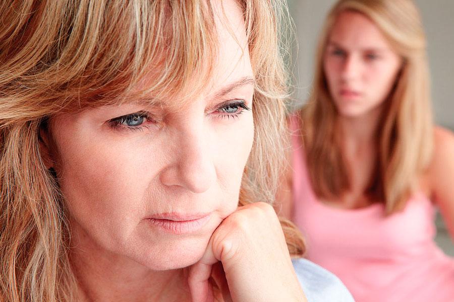 Взрослая дочь обвиняет родителей